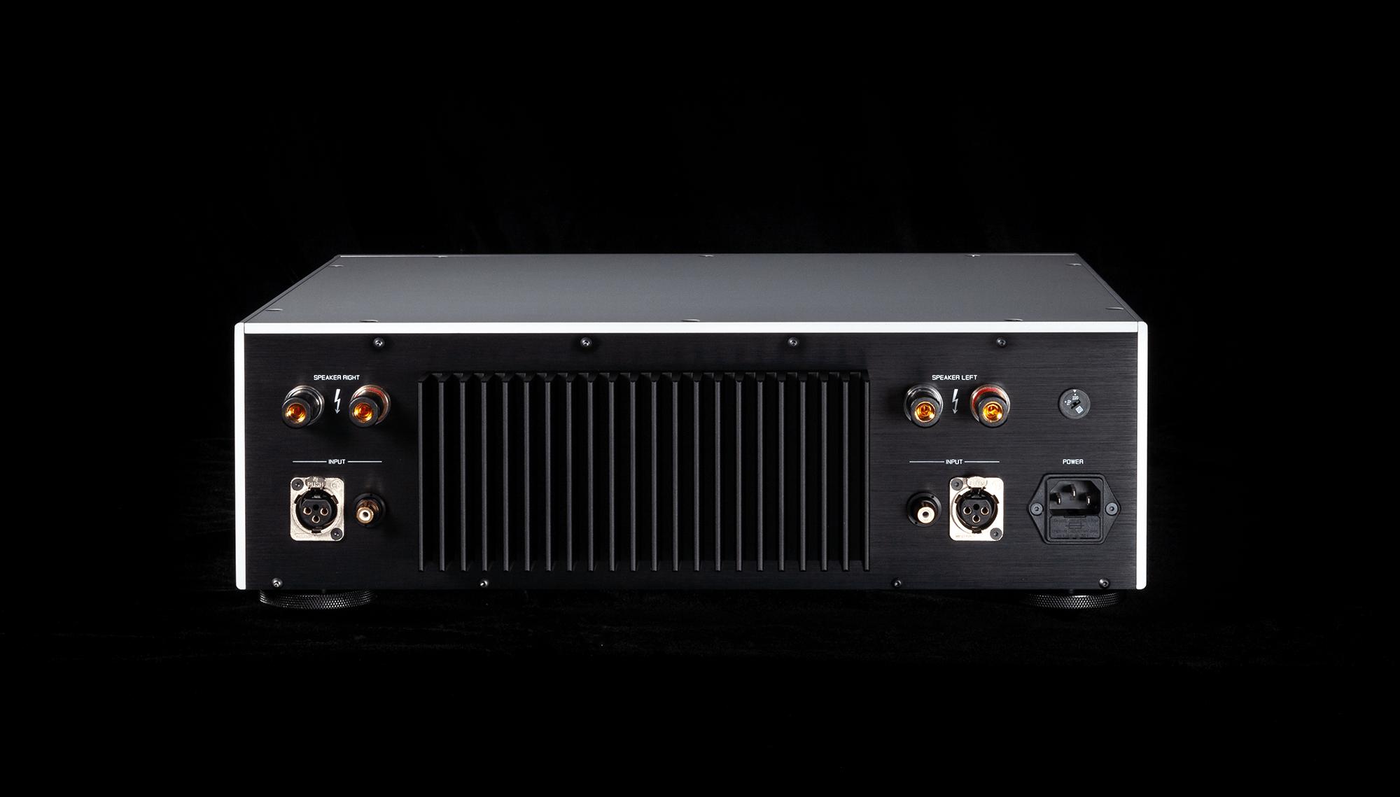 Telos 300 stereo amplifier rear connectors